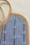 Edelweiss Lätzchen Farbe hellblau